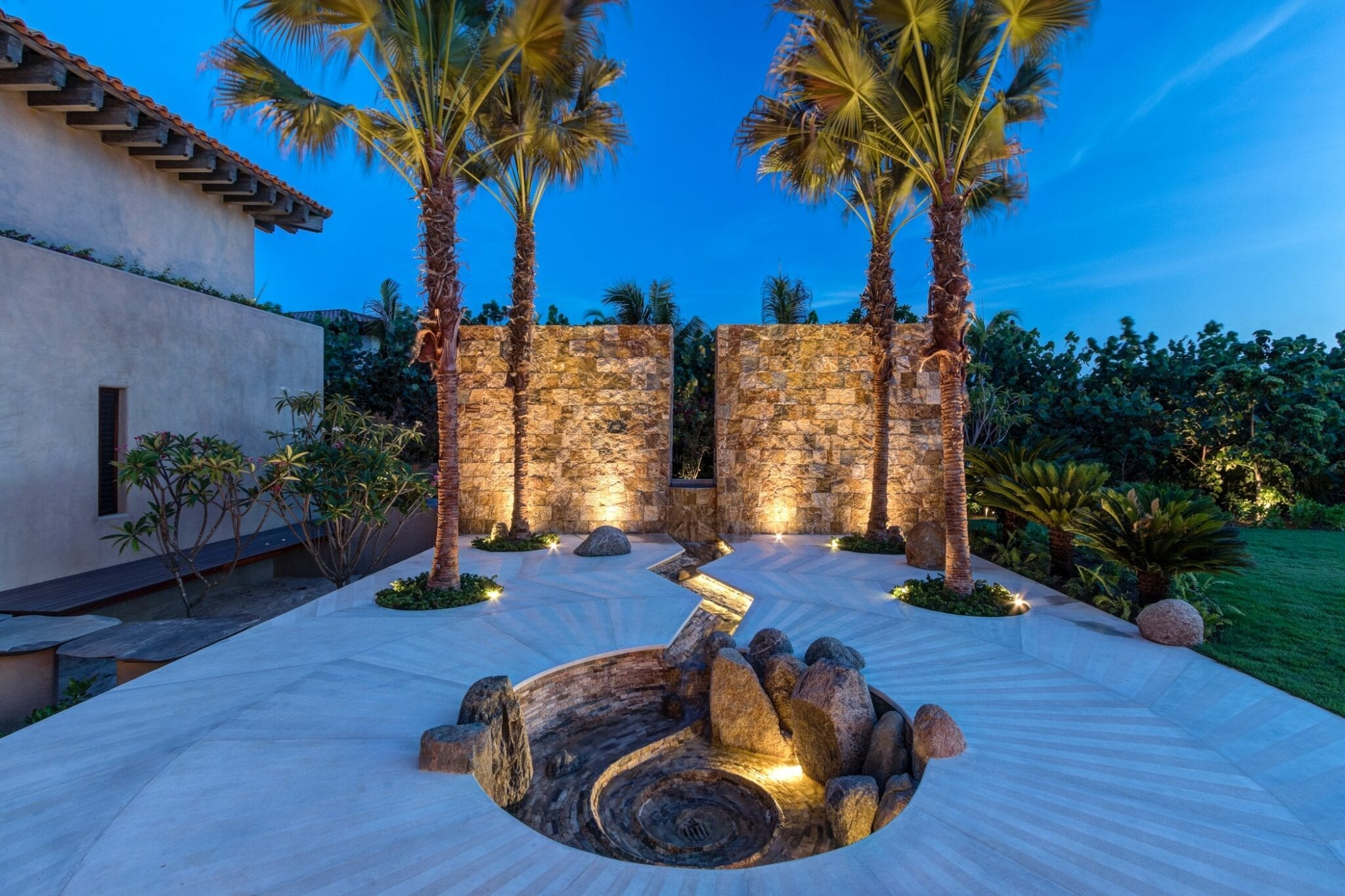 Casa Koko Entrain Fountain Dusk